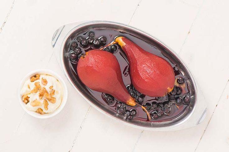 Glöggkokta päron, recept från boken Smak av Peter Streijffert  Släng aldrig slattarna – använd dem! Det blir alltid glögg över, eller hur? Då tar du fram kastrullen, skalar päronen och sätter igång, eller hur?  #recept #mat #vego #vegetarisk #dessert #päron #glögg