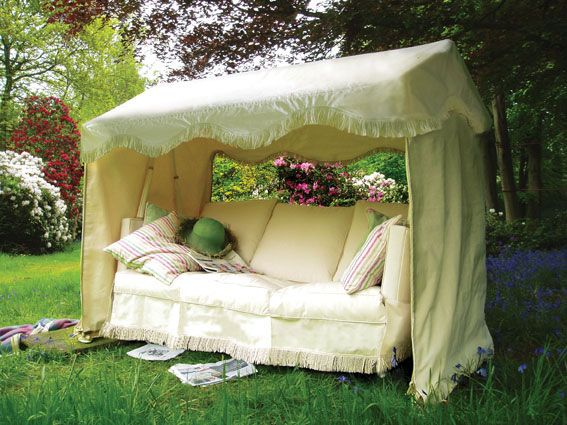 A nice idea for a boring old swing seat. Just a few yards of fabric and a sewing machine and this should be acheivable