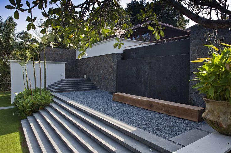 Jalan Kampun Chantek & Swiss Club Road House / Bedmar & Shi/detail material