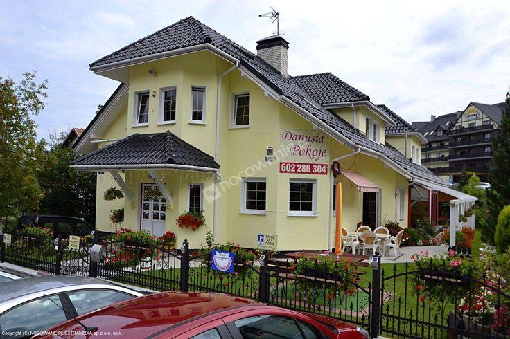 Danusia Pokoje znajdują się 250m od centrum w spokojnej i urokliwej okolicy. Polecamy: http://www.nocowanie.pl/noclegi/karpacz/kwatery_i_pokoje/60291/ #nocowaniepl