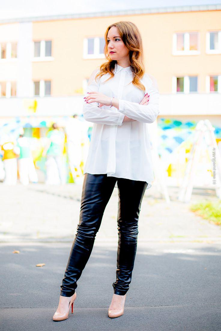 Fashionblog Köln - Lederhose und transparente Bluse - Louboutin High Heels - Modebloggerin aus Köln - Freaky Nations Lederhose, ASOS Bluse, Makeup MacCosmetics