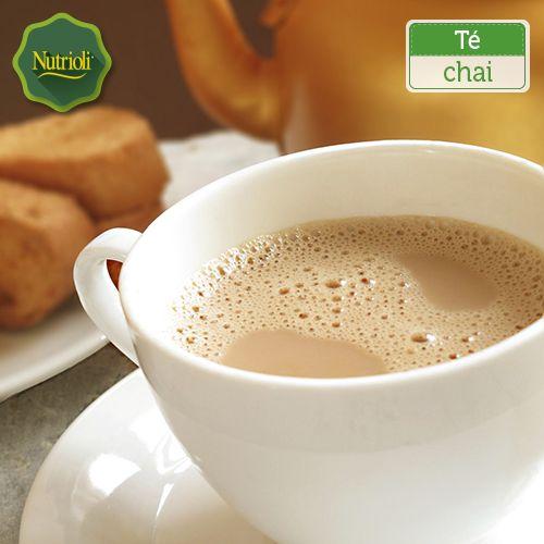 ¡Prepara un delicioso té chai! Es una alternativa muy saludable, rica en antioxidantes. Tómate unos minutos para relajarte y disfrutar de esta bebida saludable. Ingredientes: - 2 bolsas de té negro - ½ cda. de cardamomo - ½ cda. de pimienta - 1 cda. de canela - 1 cda. de azúcar - ½ cda. de clavo de olor - ½ cda. de jengibre molido - ½ cda. de nuez moscada - 5 cdas. de leche condensada