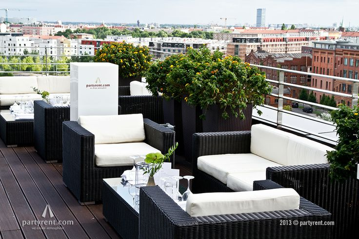 'Loungen' op een dakterras | Lounging on the roof terrace #Berlin #Lounge