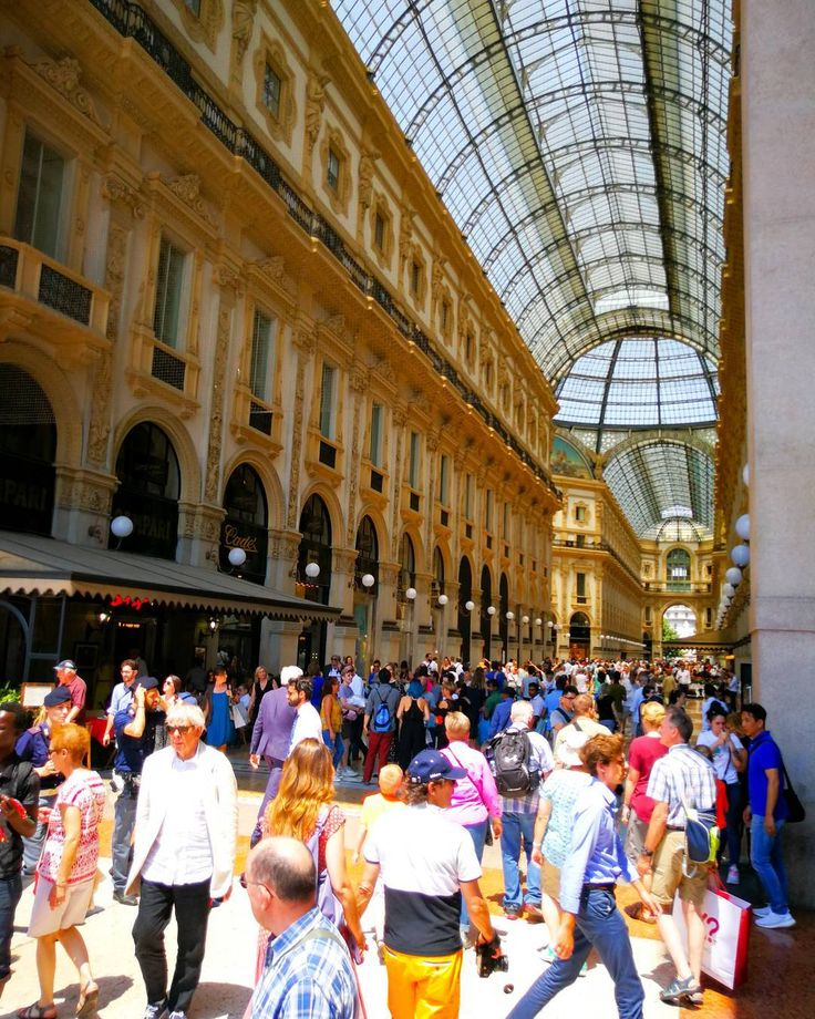 In galleria non prende... @huaweimobile @leica_camera @huaweimobileit #HuaweiSpecialForce #HuaweiP10plus #P10PlusBetaTest #OOO #ig_italia #igersitalia #TakenWithHuawei    #architecture  #building #architexture #city #buildings #urban #italy #italian #italia #foto_italiane #travel #traveling #italyiloveyou #italianstyle #italygram #street #citylife #cityscape #cities #instatravel #travelstyle #ig_milano