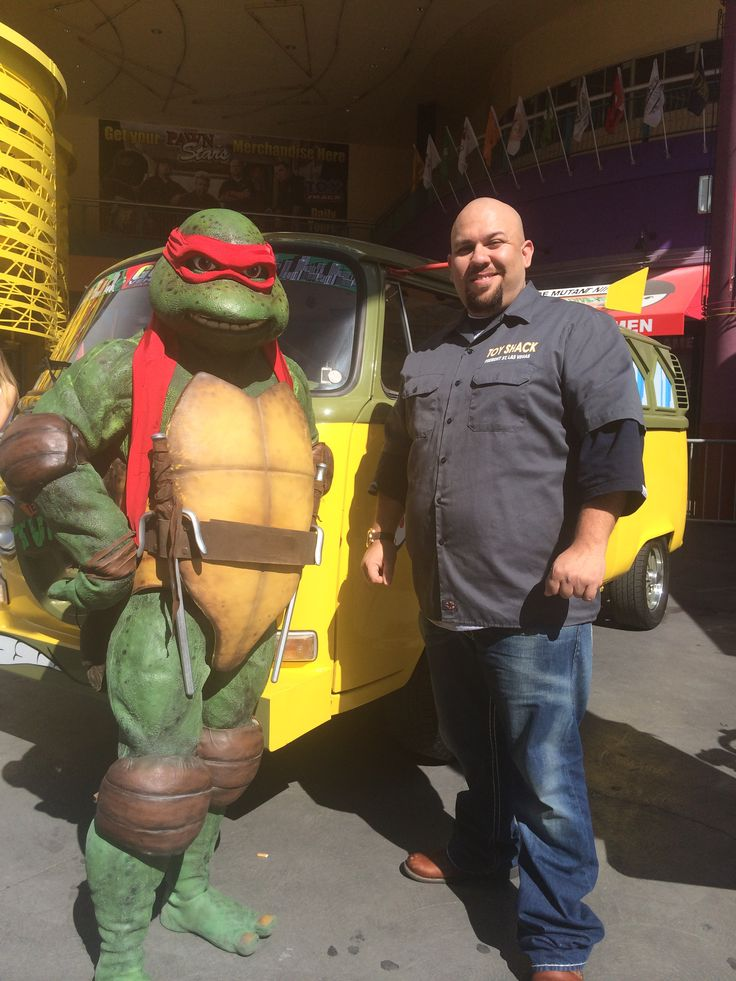 Tmntdan hanging with Johnny owner of Toy Shack in Las Vegas, NV. (2014)