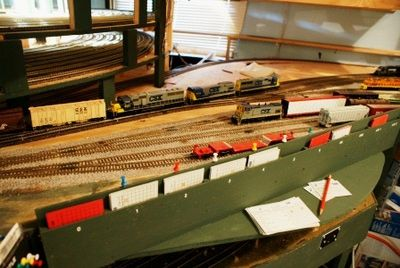Switching with Thumbtacks: A Quick Tip for Faster Yard Operations: Improved Model Railroad Yard Operations - With Pushpins