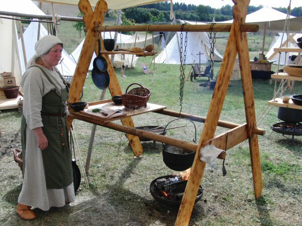 Interesting cooking setup, this would be great for SCA events