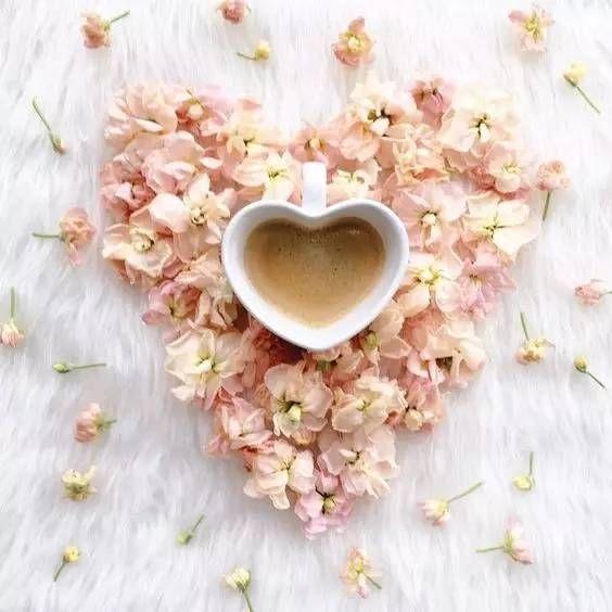 Не кладите в утренний кофе вчерашних воспоминаний. Добавьте в него сахар радостных надежд.