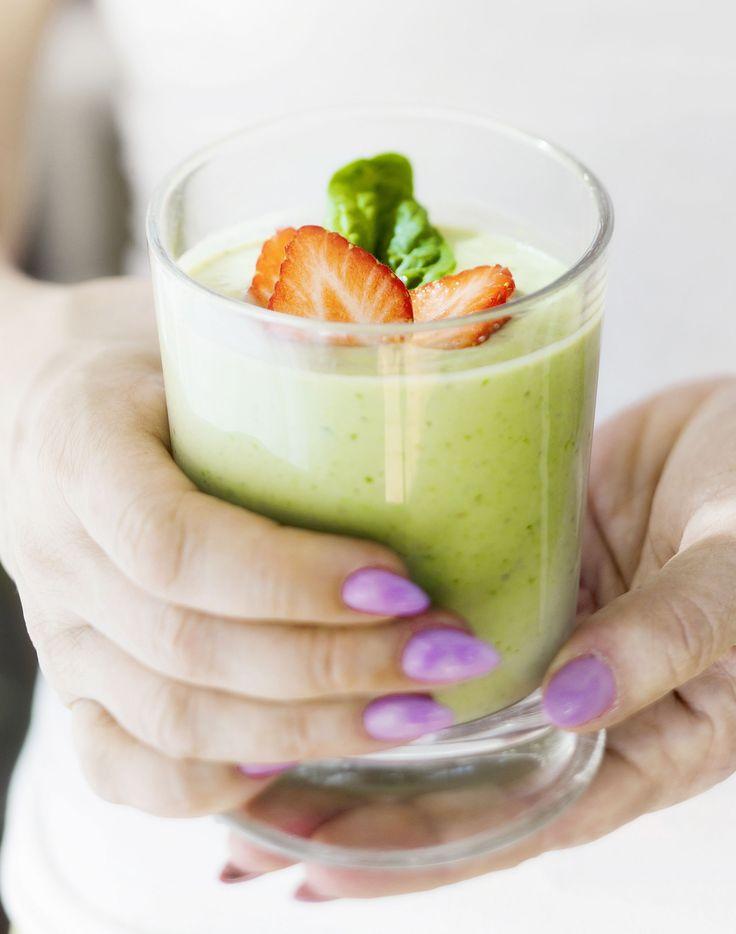 Avokado-mansikkasmoothie käy niin aamu- kuin välipalaksi. Rasvaton maitorahka on erinomainen proteiininlähde. Pane ainekset tehosekoittimeen ja hurauta smoothietasaiseksi.Energiaa 150 kcalHiilihydr...