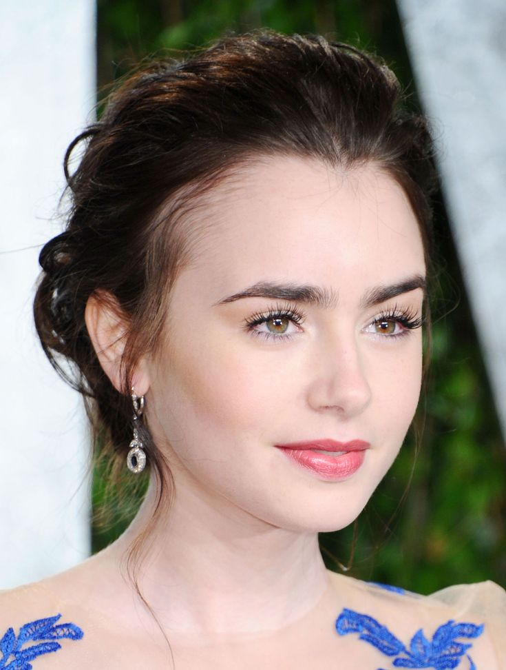 Lily Collins - I really like her minimal makeup and her hair x