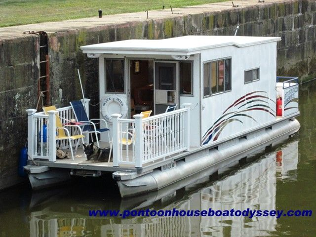 Small Houseboats | Picture of our Pontoon Houseboat on the Muskingum River, inside the ...