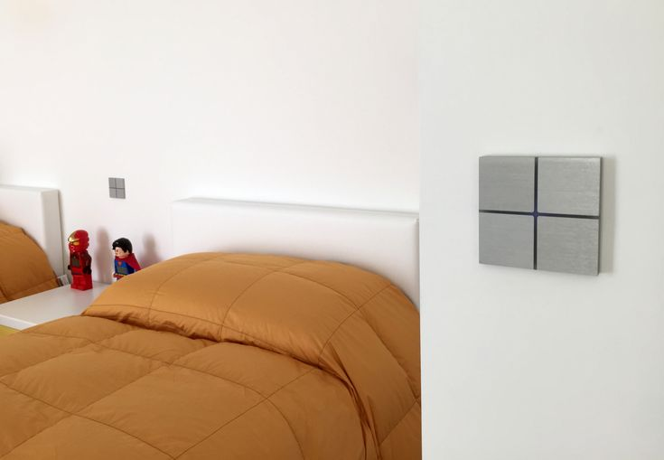Touch-sensitive, design Sentido switch in brushed aluminium for any interior: contemporary, minimalist, classic... Controls home automation lights, shades, temperature, music ... Available in aluminium, bronze, glass, leather, nickel ... Learn more at www.basalte.be