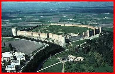 Lucera (castello svevo e angioino). 41°30′00″N 15°20′00″E