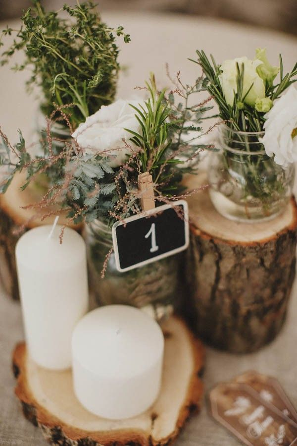 Tree stump wedding centerpieces | Image by Darya Elfutina