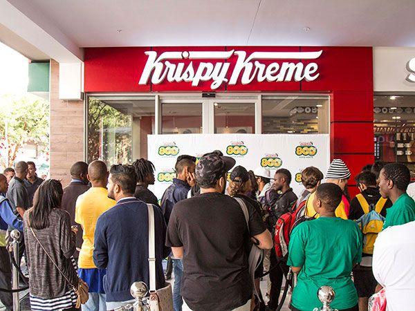 Over 200 Joburgers camp out overnight as Krispy Kreme store opens in Rosebank http://www.eatout.co.za/article/joburgers-camp-overnight-krispy-kreme-store-opens-rosebank/