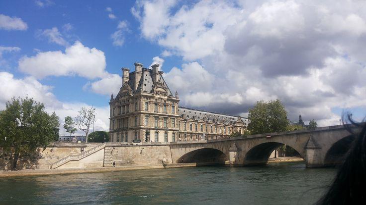 Louvre (visto desde el Sena)