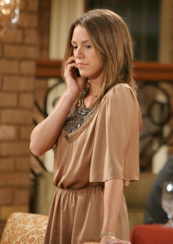 Elizabeth Hendrickson (Chloe Mitchell, The Young and the Restless)