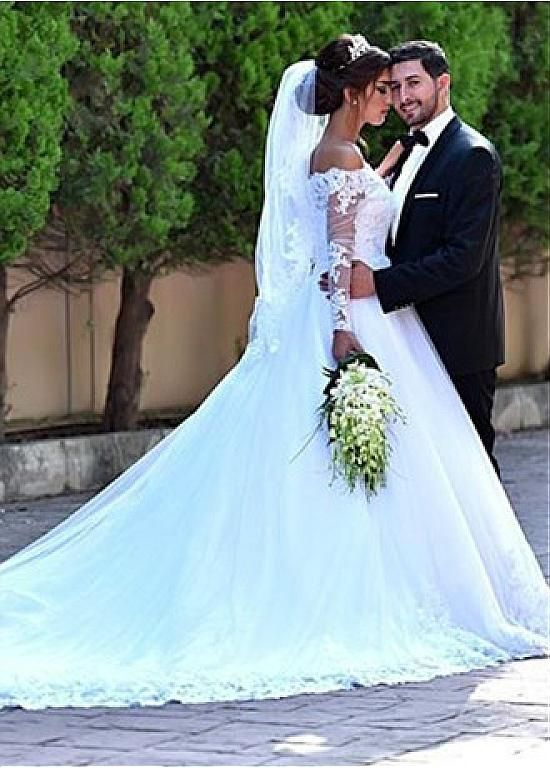 Buy discount Attractive Tulle Off-the-shoulder Neckline A-line Wedding Dress With Lace Appliques & Beadings at Dressilyme.com