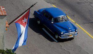 """Los prodigiosos coches cubanos -  El gobierno cubano ha """"liberalizado"""" el mercado de venta de vehículos nuevos, permitiendo la importación de automóviles extranjeros. De ese modo, sus ciudadanos ya pueden empezar a adquirirlos, siempre que dispongan del dinero necesario, porque estos modelos modernos no son baratos. http://w-75.com/2014/01/08/los-prodigiosos-coches-cubanos/"""
