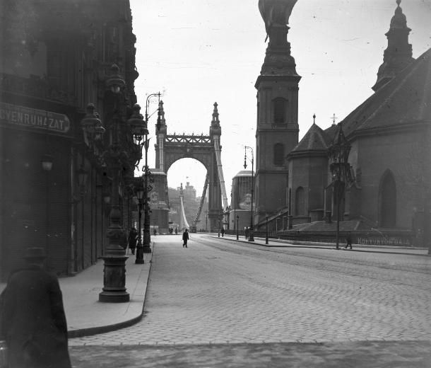 Szabad Sajtó Steet and Elisabeth Bridge around 1920. #Budapest