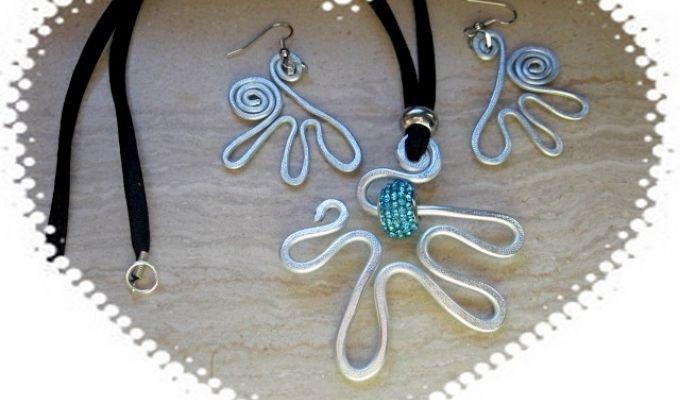 orecchini e ciondoli in alluminio battuto a mano