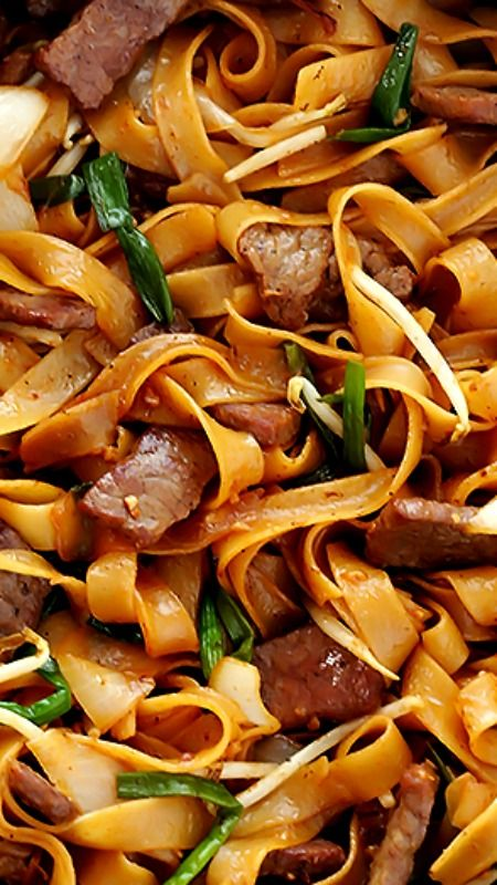 Beef Chow Fun (Beef & Noodles Stir-Fry) Recipe