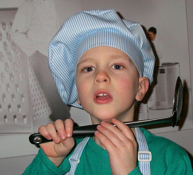 Czapka kucharska dla dzieci. http://kitle.pl/odziez-dla-gastronomii-dla-kucharzy-gastronomiczna/fartuszki-czapki-kucharskie-dla-dzieci/czapka-kucharska-dla-dzieci.html