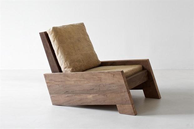 Asientos de madera con mucho diseño Líneas simples para un sillón adaptable a distintos estilos. / zeitlosberlin.com