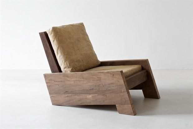 Asientos de madera con mucho diseño  Líneas simples para un sillón adaptable a distintos estilos.  /zeitlosberlin.com
