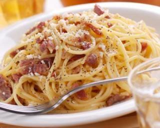 Spaghettis à la carbonara et parmesan sans crème