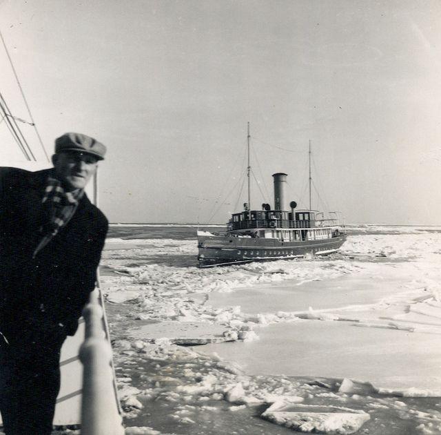 Veerboten Vlieland en Schellingerland van Harlingen naar Vlieland - 4 februari 1954 | Flickr - Photo Sharing!