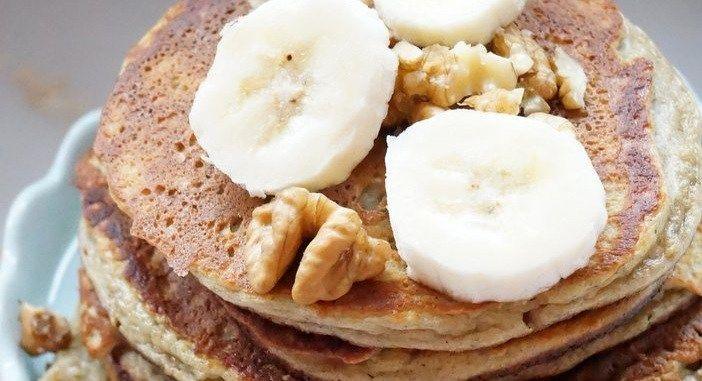 Het allermakkelijkste gezonde ontbijtje, deze banaan ei pannenkoek heeft maar 3 ingredienten: banaan, ei en een beetje havermout.