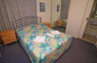 Barbados Holiday Apartments - Queen Bed - Affordable Broadbeach Apartments