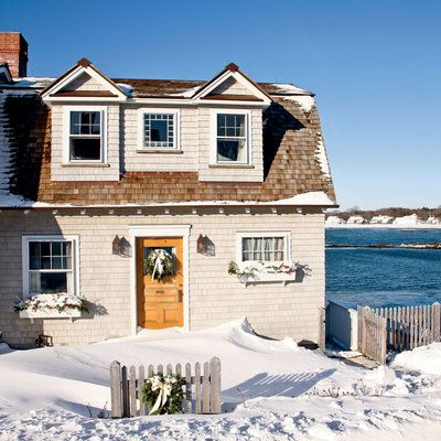 """This inviting Kennebunkport, Maine, cottage (called """"The Barnacle"""") serves as a cozy winter getaway."""