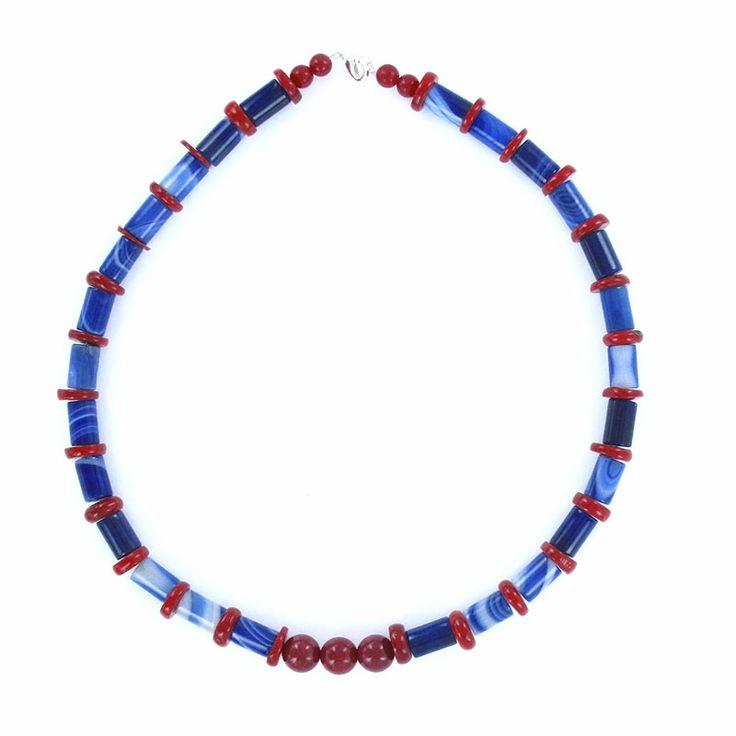 Collier création en corail et agate bleue.