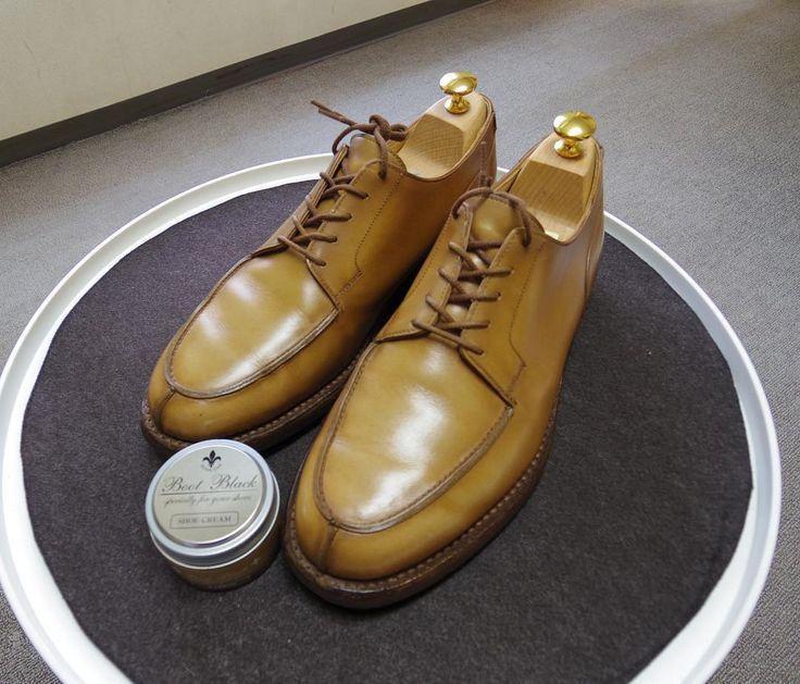 Crockett & Jones 78年経って白く色抜け なるべく近い色のクリームを探してBootBlackシルバーラインのマロンを使ってます #crockettandjones #crockettandjonesmoreton #shoes #shoecare #moreton #bootblack #bootblacksliverline #クロケットアンドジョーンズ #モールトン #クロケットアンドジョーンズモールトン #紳士靴 #革靴 #靴磨き #シューケア #ブートブラック