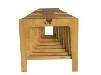 Silla modular de madera construida en base a la repeticion de placas de madera terciada , funciona tambien agrupada de 3 o 6.
