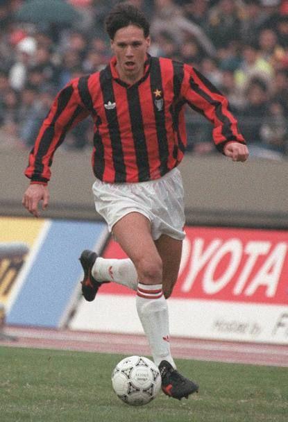 Marco Van Basten a Tokyo, il Milan vince l'Intercontinentale.