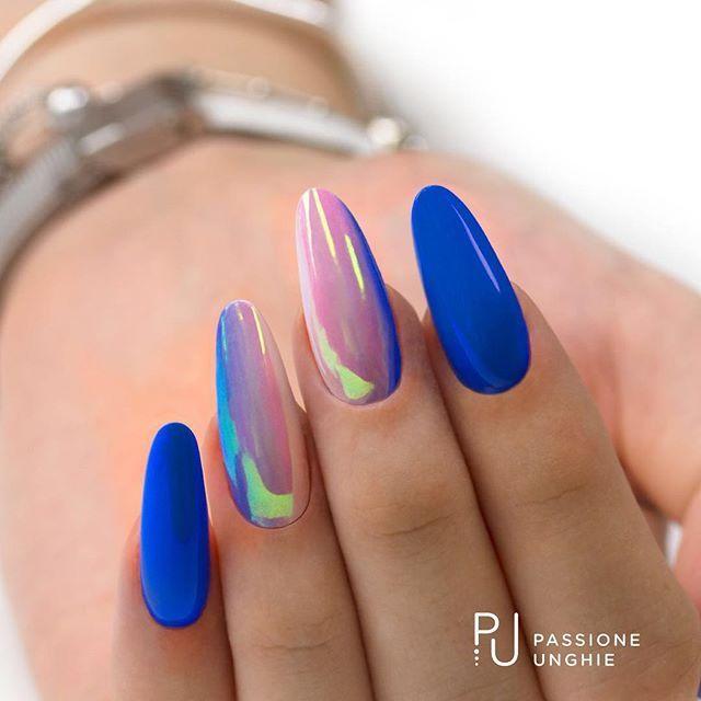 Shade con i #geluv F43 #Candy, F31 #RoyalBlue, F01 #PureWhite.  Pigmento #Aurora.  Refil con il costruttore #CreamyBuilder.  Sigillato con #RockGloss.    #shade #sfumature #blu #auroraboreale  #nails #nail #gelnails #unghie   #passioneunghieofficial    Per vedere la realizzazione di questa nailart visita la nostra pagina Facebook e nella sezione video troverai la diretta della decorazione!