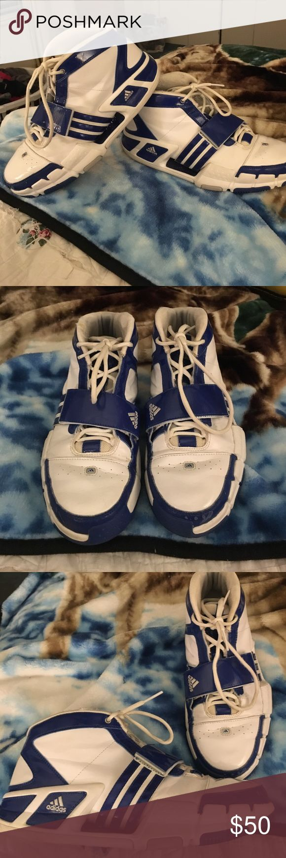 Basketball shoes Adidas basketball shoe, good condition, super clean. Adidas Shoes Athletic Shoes