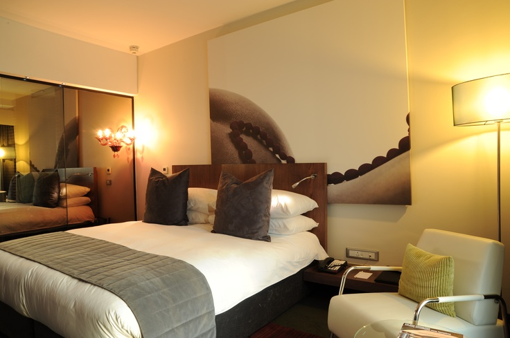 Hotel - Accommodation - Crowne Plaza Johannesburg - The Rosebank Deluxe Room. Book If you would like to experience for yourself. Click here: http://bit.ly/t7NgIy