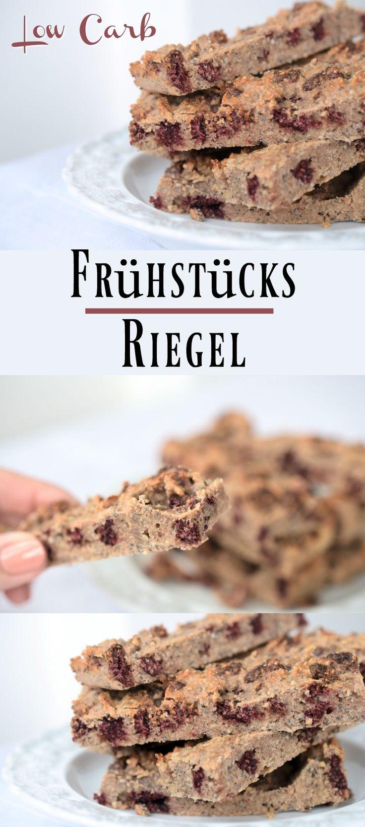 Low Carb Frühstücks-Riegel mit Beeren. Ein toller Genuss ohne Kohlenhydrate, wenn es Morgens einmal schnell gehen muss. So einfach kann gesundes Backen ohne Zucker sein. Mandeln, Beeren, Nussmehl, Proteinpulver