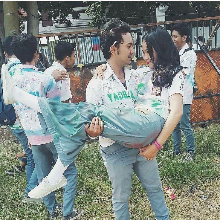 :. Pesan untuk Muda Mudi Negeri ini  Survey BKKBN thn 2008 63% remaja Indonesia pernah berhubungan seks. .  Penelitian Komnas Anak pada tahun 2008 tercatat 627% remaja SMP sdh tdk perawan lagi .  Tahun 2012: Menteri Kesehatan Nafsiah Mboi pada pidatonya di hari anak menyarankan 'pacaran sehat .  Tahun 2013: Menkes mengeluarkan kebijakan 'pembagian kondom gratis' untuk muda muda negeri ini .  Tahun 2014: Depdiknas dalam buku Penjaskes memberi tips bagaimana 'Pacaran Sehat' .  Duhai penguasa…