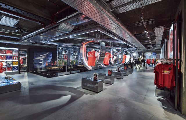 Empresario hambruna Contribuyente  Adidas Unveils Unique Digital Store in London, With a Focus on Service,  Speed, Digital | Retail experience, Adidas store, New oxford