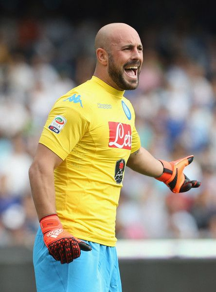 Pepe Reina Photos Photos - Pepe Reina of Napoli  during the Serie A match between SSC Napoli and ACF Fiorentina at Stadio San Paolo on October 18, 2015 in Naples, Italy. - SSC Napoli v ACF Fiorentina - Serie A