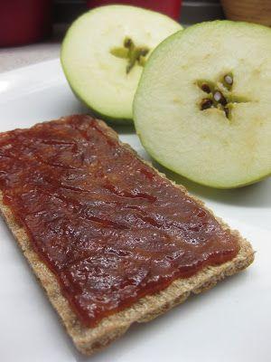 Kender du apple butter ? Her til lands går det også under betegnelsen æblesmør. Det er en krydret æblemos som koges langsomt ind indtil sukk...