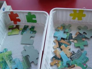 puzzelstukken eerst sorteren en dan puzzelen