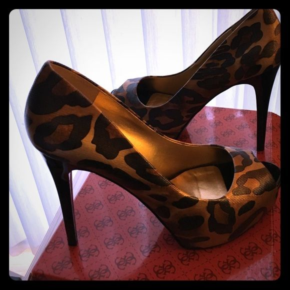 """NWT Guess animal print high heel pump Size 9 Brand new Guess shoes, 5"""" heel with 1"""" platform. Animal print in brown and black with subtle gold background. Eye catching party shoes!! Guess Shoes Heels"""