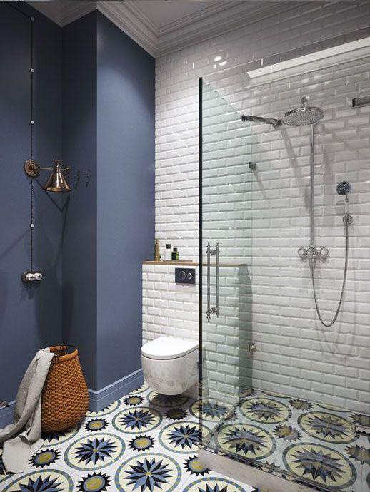 Einfaches kleines Badezimmer-Dekor bringt die Leichtigkeit in sich