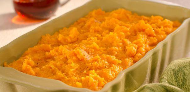 Cette recette de patates douces rôties avec sirop d'érable accompagne à merveille le porc maigre ou le poulet sans peau.
